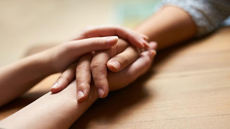 تصویر از چگونه با مرگ عزیزانمان کنار بیاییم و به افراد داغدیده کمک کنیم؟