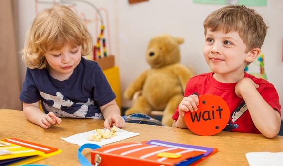درمان بیماری اوتیسم- تصویر ۴- سایت تخصصی روانشناسی دکتر کامیار سنایی