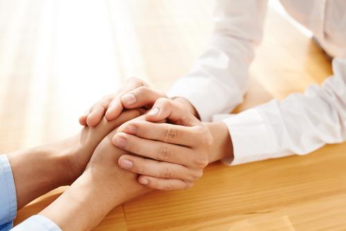 کمک به بیمار دو قطبی- تصویر ۲- سایت تخصصی روانشناسی دکتر کامیار سنایی