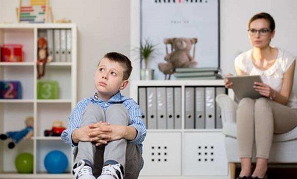 والدین کودکان مبتلا به اوتیسم- تصویر ۱- سایت تخصصی روانشناسی دکتر کامیار سنایی
